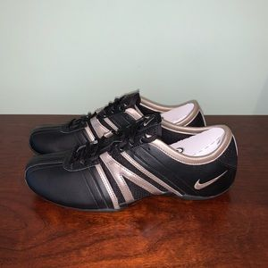 NEW Nike Musique Size 6.5 Black & Gold